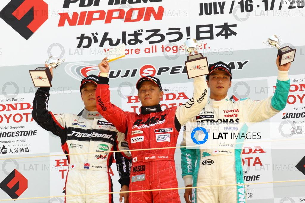 Fuji, Japan. 17th July 2011 Round 6 - Winner Yuhi Sekiguchi ( #50 B-MAX ENGINEERING ), 2nd positiion Hironobu Yasuda ( #12 ThreeBond Racing ), 3rd position Naoya Gamou ( #1 PETRONAS TEAM TOM'S ), podium World Copyright: Yasushi Ishihara/LAT Photographicref: Digital Image 2011JF3_R6_005