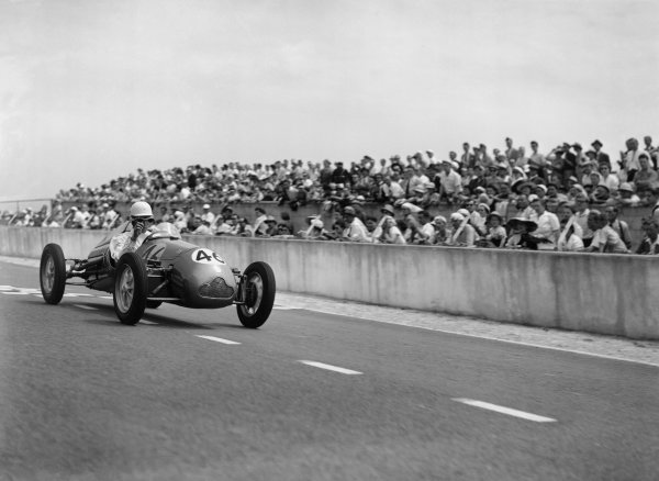 Reims-Gueux, France. 2nd July 1950.Stirling Moss (Cooper-JAP 500 MkIV), 6th position, start of the 13 lap race, action.World Copyright: LAT Photographic.Ref: Autocar Glass Plate C27309.