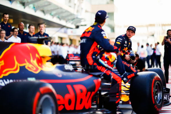 Yas Marina Circuit, Abu Dhabi, United Arab Emirates. Sunday 26 November 2017. Daniel Ricciardo, Red Bull Racing, and Max Verstappen, Red Bull. World Copyright: Andy Hone/LAT Images  ref: Digital Image _ONY2687