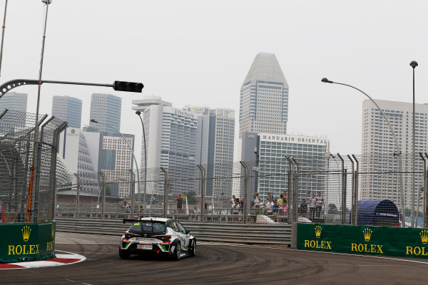 2015 TCR International Series Round 9. Marina Bay Circuit, Singapore. Friday 18 September 2015. Frank Yu Siu Fung, No.99 Team Craft-Bamboo LUKOIL. World Copyright: Sam Bloxham/LAT Photographic. ref: Digital Image _SBL6121