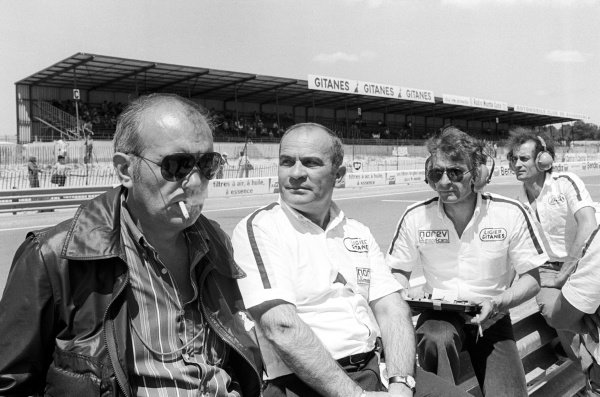 The Ligier team stand by the pit wall including Guy Ligier (FRA) (Centre) and Gerard Ducarouge (FRA) Ligier Team Manager and Designer (Right).