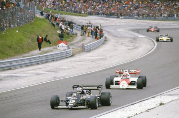 Nigel Mansell, Lotus 95T Renault, leads Niki Lauda, McLaren MP4-2 TAG.