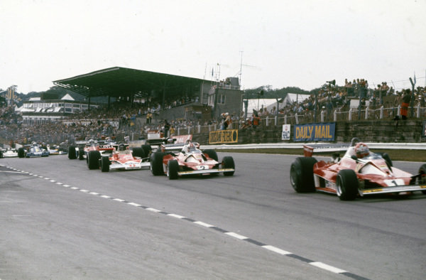Pole sitter Niki Lauda, Ferrari 312T2 leads team mate Clay Regazzoni, Ferrari 312T2 and James Hunt, McLaren M23 Ford.