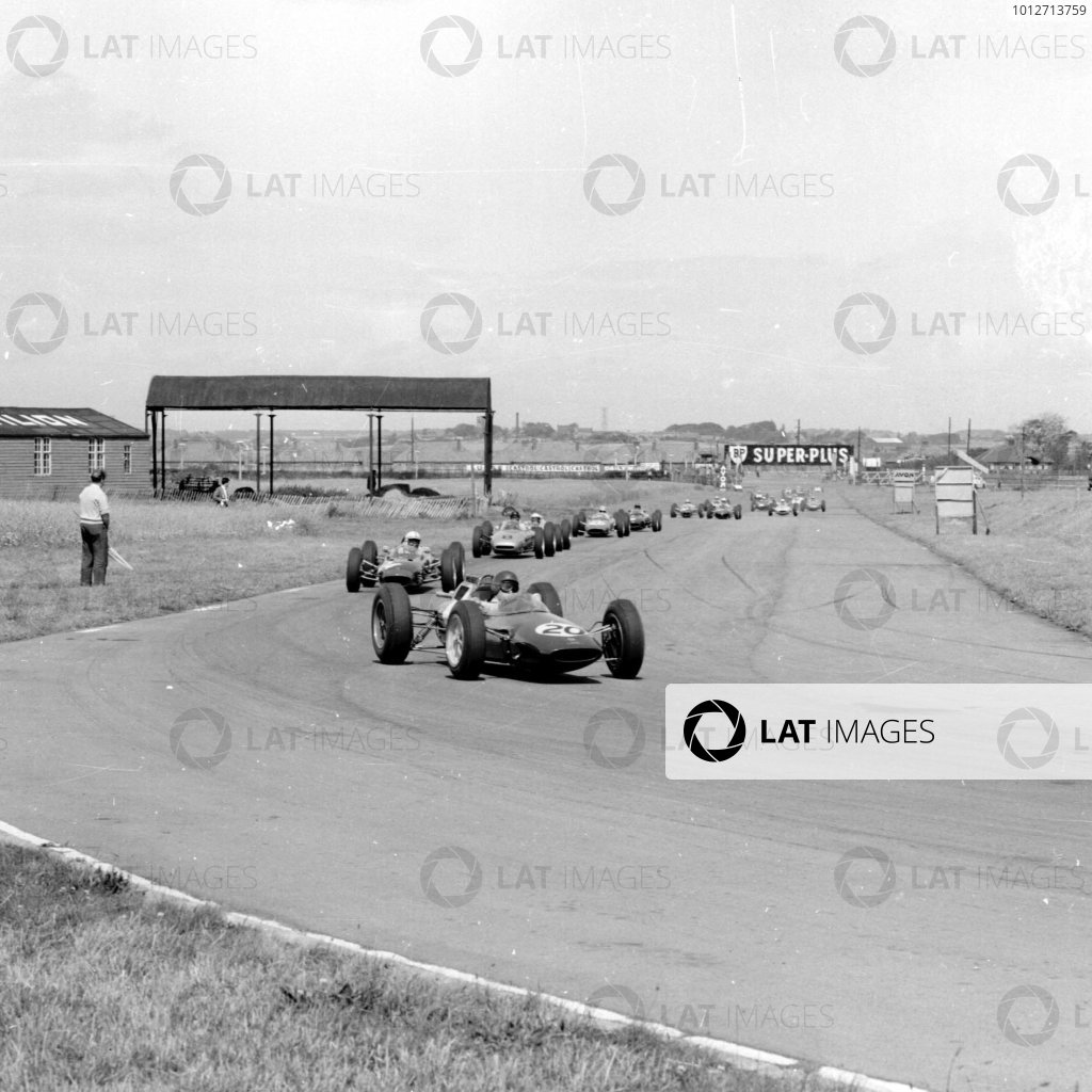 1962 British Grand Prix.Aintree, England.19-21 July 1962.Jim Clark (Lotus 25 Climax) leads the field.Ref-14779.World Copyright - LAT Photographic