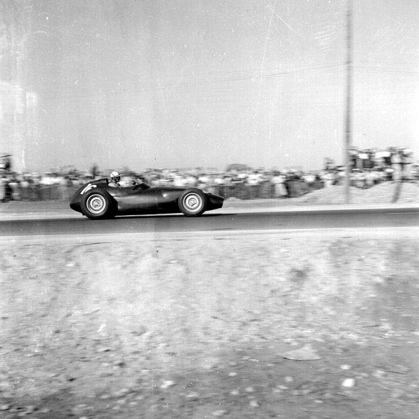 1958 Moroccan Grand Prix.Ain-Diab, Casablanca, Morocco.17-19 October 1958.Harry Schell (BRM P25) 5th position.Ref-2551.World Copyright - LAT Photographic