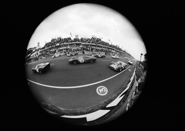 Fisheye lens view of the start including the Günther Klass / Peter Sutcliffe, SpA Ferrari SEFAC, Ferrari 330 P4, and the Richard Attwood / Piers Courage, Maranello Concessionaires, Ferrari 412P.