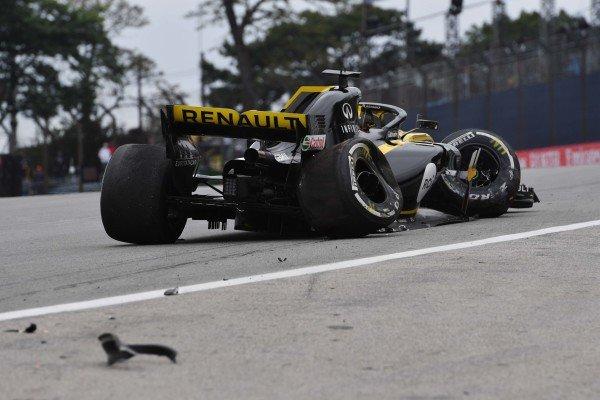 Nico Hulkenberg, Renault Sport F1 Team R.S. 18 crashes in FP2