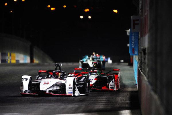 Pascal Wehrlein (DEU) Tag Heuer Porsche, Porsche 99X Electric, leads Rene Rast (DEU) Audi Sport ABT Schaeffler, Audi e-tron FE07