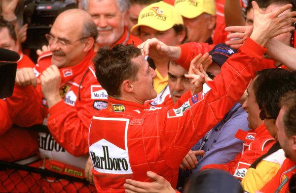 Australian Grand Prix.Albert Park, Melbourne, Australia. 2-4 March 2001.Michael Schumacher (Ferrari) celebrates his race win with Ferrari mechanics.World Copyright - Clive Rose/LAT Photographic ref: 35mm Image Aus A12
