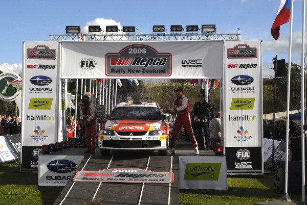 Production winner Martin Prokop (CZE), Mitsubishi Lancer EVO IX, on the podium.FIA World Rally Championship, Rd11, Repco Rally New Zealand, Day Three, Sunday 31 August 2008.