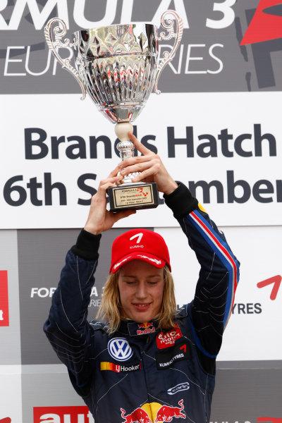 Brands Hatch, England.6th September 2009.Brendon Hartley (NZ, Carlin Motorsport) 1st. Podium.World Copyright: Andrew Ferraro/LAT Photographicref: Digital Image_H0Y4377 jpg