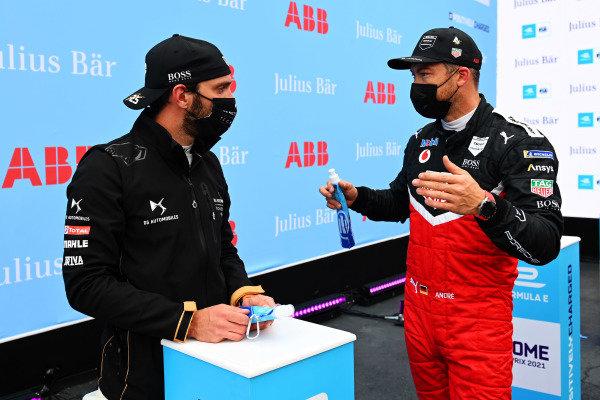 Jean-Eric Vergne (FRA), DS Techeetah, and Andre Lotterer (DEU), Tag Heuer Porsche, talk after Qualifying