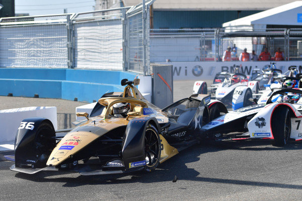 Andre Lotterer (DEU), DS TECHEETAH, DS E-Tense FE19 makes contact with Jose Maria Lopez (ARG), GEOX Dragon Racing, Penske EV-3