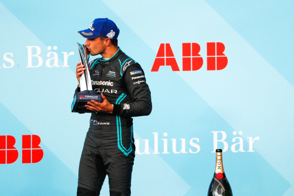 Mitch Evans (NZL), Panasonic Jaguar Racing, 2nd position, kisses his trophy on the podium