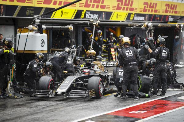 Romain Grosjean, Haas VF-19 pit stop