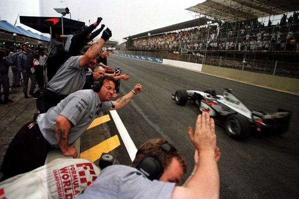 1998 Brazilian Grand Prix.Interlagos, Sao Paulo, Brazil.27-29 March 1998.Mika Hakkinen (McLaren MP4/13 Mercedes-Benz) 1st position.World Copyright - LAT Photographic