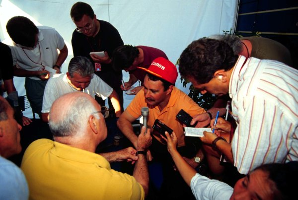 1992 Hungarian Grand Prix.Hungaroring, Budapest, Hungary.14-16 August 1992.Nigel Mansell (Williams Renault) is interviewed by Murray Walker and other media after clinching the Drivers World Championship.World Copyright - LAT Photographic