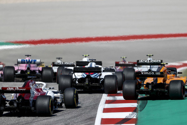 Lance Stroll, Williams FW41, tangles with Fernando Alonso, McLaren MCL33, ahead of Marcus Ericsson, Alfa Romeo Sauber C37, at the start