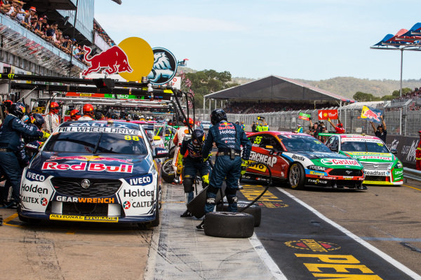 Chaz Mostert, Tickford Racing Ford, Rick Kelly, Kelly Racing Nissan Nissan