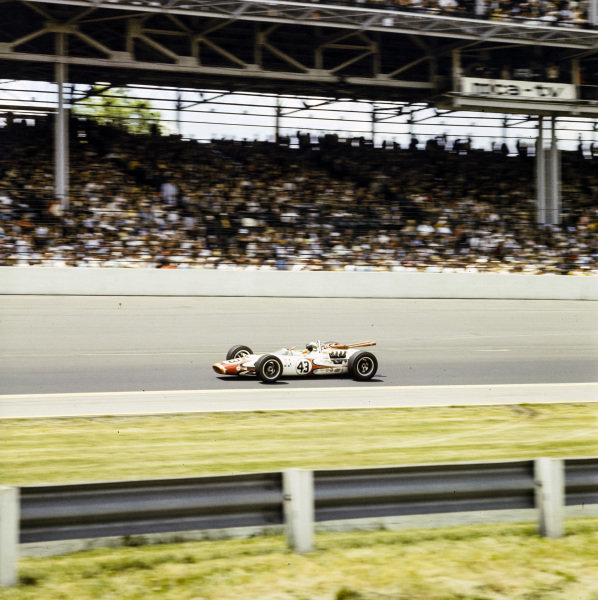 Jackie Stewart, John Mecom, Lola T90 Ford.