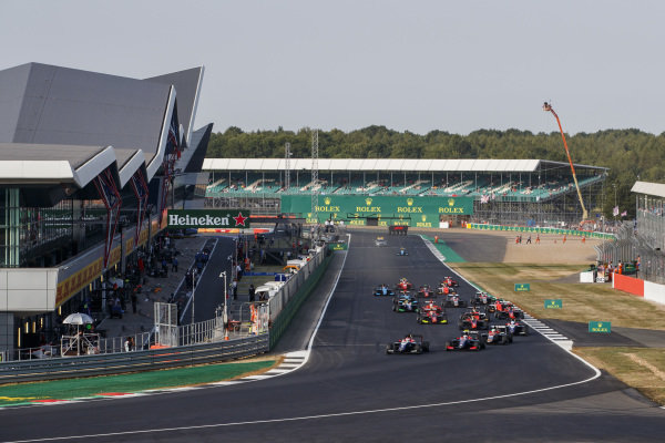 Pedro Piquet (BRA, Trident) leads Giuliano Alesi (FRA, Trident) and the rest of the field at the start of the race.