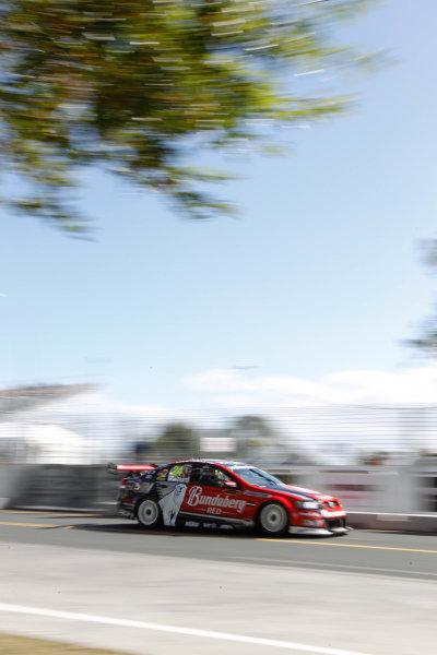 Round 4 - Hamilton 400.Hamilton City Street Circuit, Hamilton, New Zealand.17th - 18th April 2010.Bundaberg Red Racing Team, Car 24, Fabian Coulthard, Holden Commodore VE, Walkinshaw Racing.World Copyright: Mark Horsburgh / LAT Photographicref: 24-Coulthard-EV04-10-1473