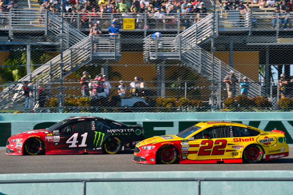 Monster Energy NASCAR Cup Series Ford EcoBoost 400 Homestead-Miami Speedway, Homestead, FL USA Sunday 19 November 2017 Joey Logano, Team Penske, Ford Fusion and Kurt Busch, Stewart-Haas Racing, Haas Automation/Monster Energy Ford Fusion World Copyright: Nigel Kinrade LAT Images