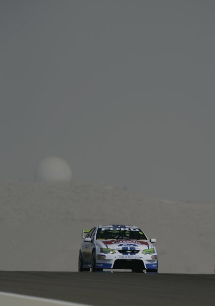 2007 Australian V8 Supercars.Bahrain International Circuit. Sakhir, Bahrain.2nd - 4th November. Mark Winterbottom on his way to winning race 1 of 3 during the V8 Supercar Desert 400. Action. World Copyright: Mark Horsburgh/LAT Photographic. Ref: Digital Image 5-Winterbot-RD12-07-7600