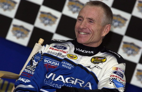Mark Martin (USA), Viagra Ford, announces that 2005 will be his last season in the Nextel Cup Series and the number 6 Roush Racing Ford Taurus. 