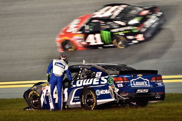 18 February, 2016, Daytona Beach, Florida USA Jimmie Johnson (48) wreck. ?2016, John Harrelson / LAT Photo USA