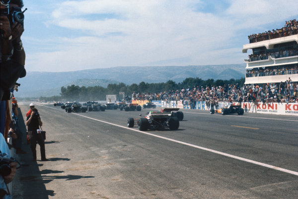 1971 French Grand Prix.  Paul Ricard, Le Castellet, France. 2nd-4th July 1971.  The start.  Ref: 71FRA40. World Copyright: LAT Photographic