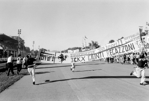 Monza, Italy. 4-6 September 1970.Fans hold a Ferrari banner on the main straight, atmosphere.World Copyright: LAT Photographic.Ref:  L70 - 963 - 34A.