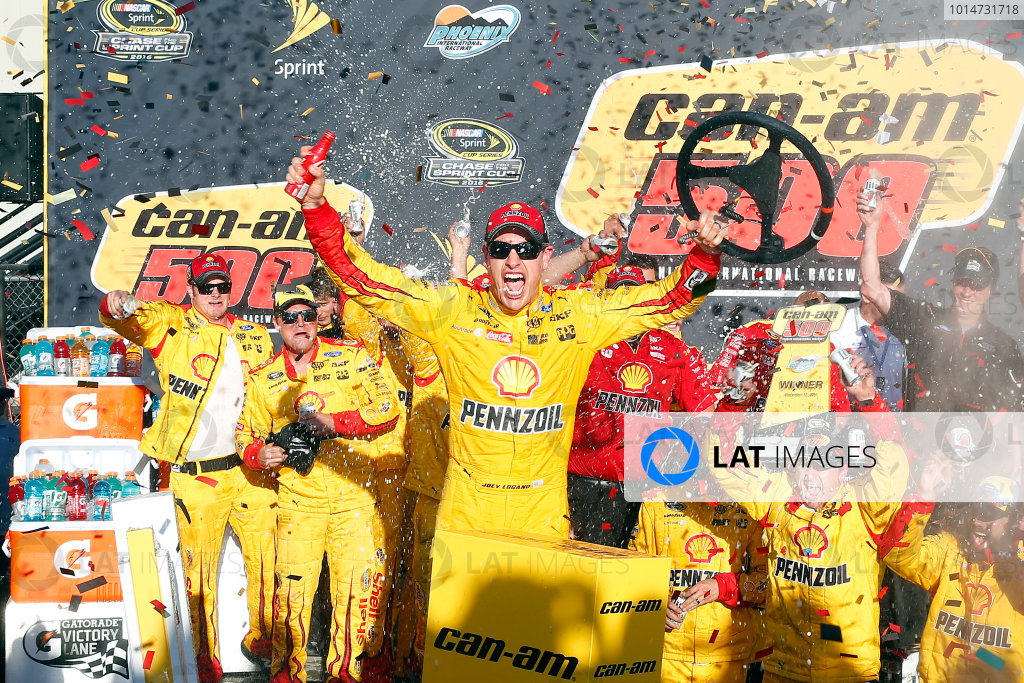 11-13 November, 2016, Avondale, Arizona USA Joey Logano celebrates in victory lane  ?2016, Russell LaBounty LAT Photo USA