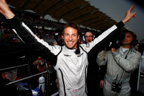 Sepang, Kuala Lumpur, Malaysia5th April 2009Race winner Jenson Button, Brawn GP BGP001 Mercedes celebrates in the pit lane. Portrait.World Copyright: Charles Coates/LAT Photographicref: Digital Image _26Y8906