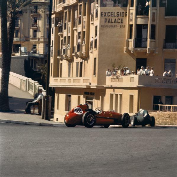 1958 Monaco Grand Prix.  Monte Carlo, Monaco. 15-18th May 1958.  Mike Hawthorn (Ferrari Dino 246) follows Stirling Moss (Vanwall VW7).  Ref: 3_0007. World Copyright: LAT Photographic