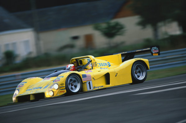 1995 Le Mans 24 Hours. Le Mans, France. 17th - 18th June 1995. Massimo Sigala/Jay Cochran/Rene Arnoux (Ferrari 333 SP), retired, action. World Copyright: LAT Photographic. Ref:  95LM27