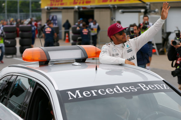 Circuit Gilles Villeneuve, Montreal, Canada. Saturday 11 June 2016. Pole man Lewis Hamilton, Mercedes AMG, gets a lift in the medical car. World Copyright: Andy Hone/LAT Photographic ref: Digital Image _ONZ0626