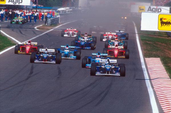 Estoril, Portugal.22-24 September 1995.David Coulthard (Williams FW17 Renault) leads Michael Schumacher (Benetton B195 Renault), Damon Hill (Williams FW17 Renault), Johnny Herbert (Benetton B195 Renault), Jean Alesi and Gerhard Berger (both Ferrari 412T2's) on the second start.Ref-95 POR 11.World Copyright - LAT Photographic