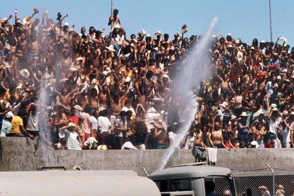 1973 Brazilian Grand Prix.  Interlagos, Sao Paulo, Brazil. 9-11th February 1973.  Fans welcome being sprayed with water.  Ref: 73BRA27. World Copyright: LAT Photographic