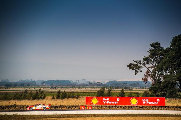 2017 Supercars Championship Round 2.  Tasmania SuperSprint, Simmons Plains Raceway, Tasmania, Australia. Friday April 7th to Sunday April 9th 2017. Scott McLaughlin drives the #17 Shell V-Power Racing Team Ford Falcon FGX. World Copyright: Daniel Kalisz/LAT Images Ref: Digital Image 070417_VASCR2_DKIMG_1562.JPG
