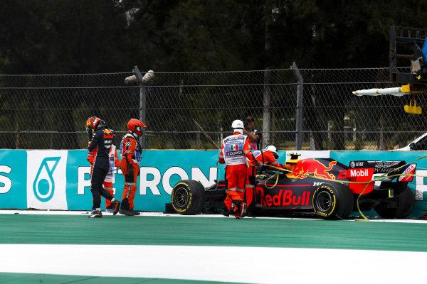 Alexander Albon, Red Bull RB15 crashes in FP2