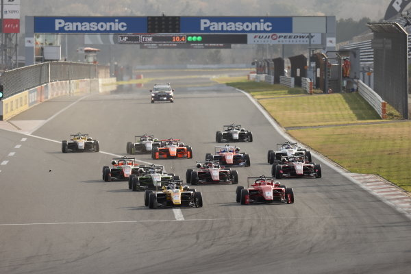 The start of the race action. Winner Teppei Natori, Byoubugaura B-MAX Racing 320, leads the field