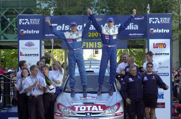 2001 World Rally ChampionshipTelstra Rally Australia, Perth, WA. 1-4 November 2001.Marcus Gronholm celebrates on the podium with his team.Photo: Ralph Hardwick/LAT