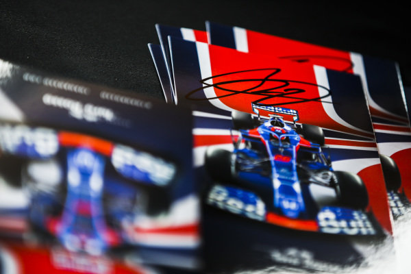 Daniil Kvyat, Toro Rosso autographs card