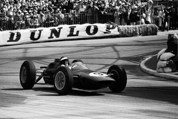 Jim Clark, Lotus 25 Climax, corrects a slide.