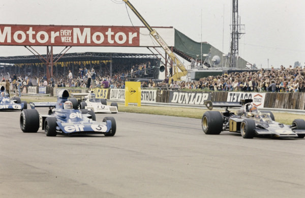 Emerson Fittipaldi, Lotus 72E Ford leads Jackie Stewart, Tyrrell 006 Ford, Carlos Reutemann, Brabham BT42 Ford and François Cevert, Tyrrell 006 Ford.