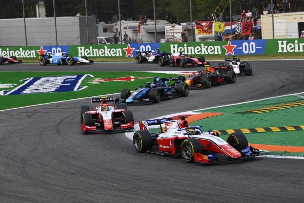 Robert Shwartzman (RUS, Prema Racing), leads Oscar Piastri (AUS, Prema Racing)