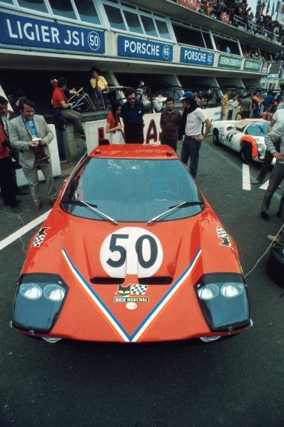 The Ligier JS1 Ford of Guy Ligier (FRA) / Jean-Claude Andruet (FRA) sits in the pits before the race.
