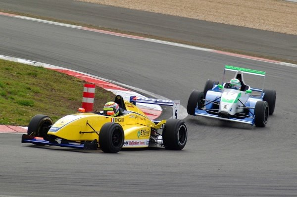 Race 2 winner Ross Zwolsmann (NED) ma-con Racing, leads Bruno Spengler (CAN) Jenzer Motorsport.German Formula Renault Championship, Rd6, Races 11 and 12, Nurburgring, Germany. 22 September 2002.DIGITAL IMAGE