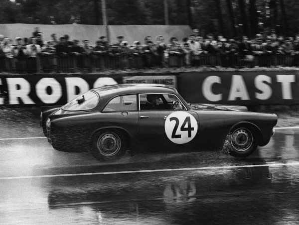 Le Mans, France. 21st - 22nd June 1958 Peter Jopp/Percy Crabb (Peerlees GT Triumph Coupe), 16th position, action. World Copyright: LAT Photographic Ref: Autocar Glass Plate C52638.
